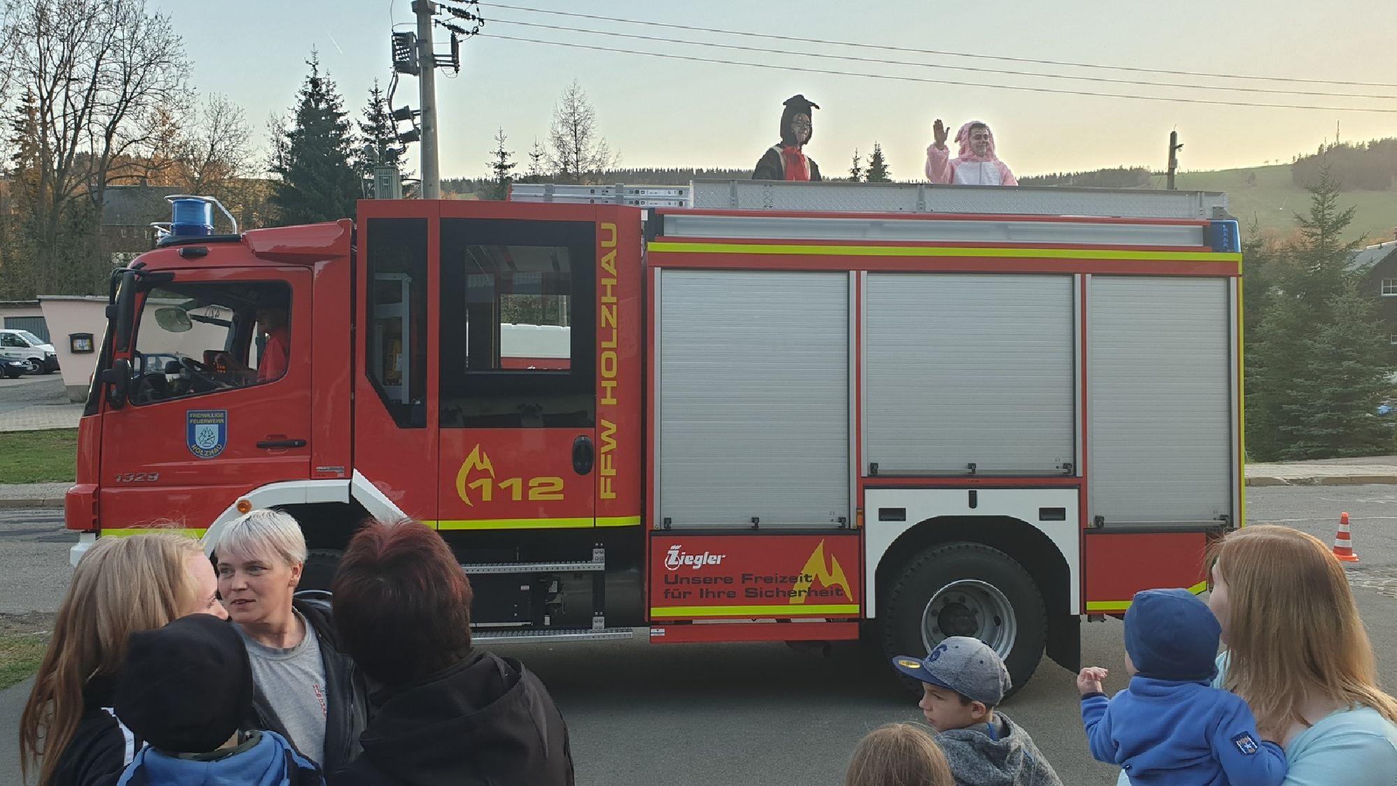 Feuerwehrrundfahrt zum Osterfeuer Holzhau