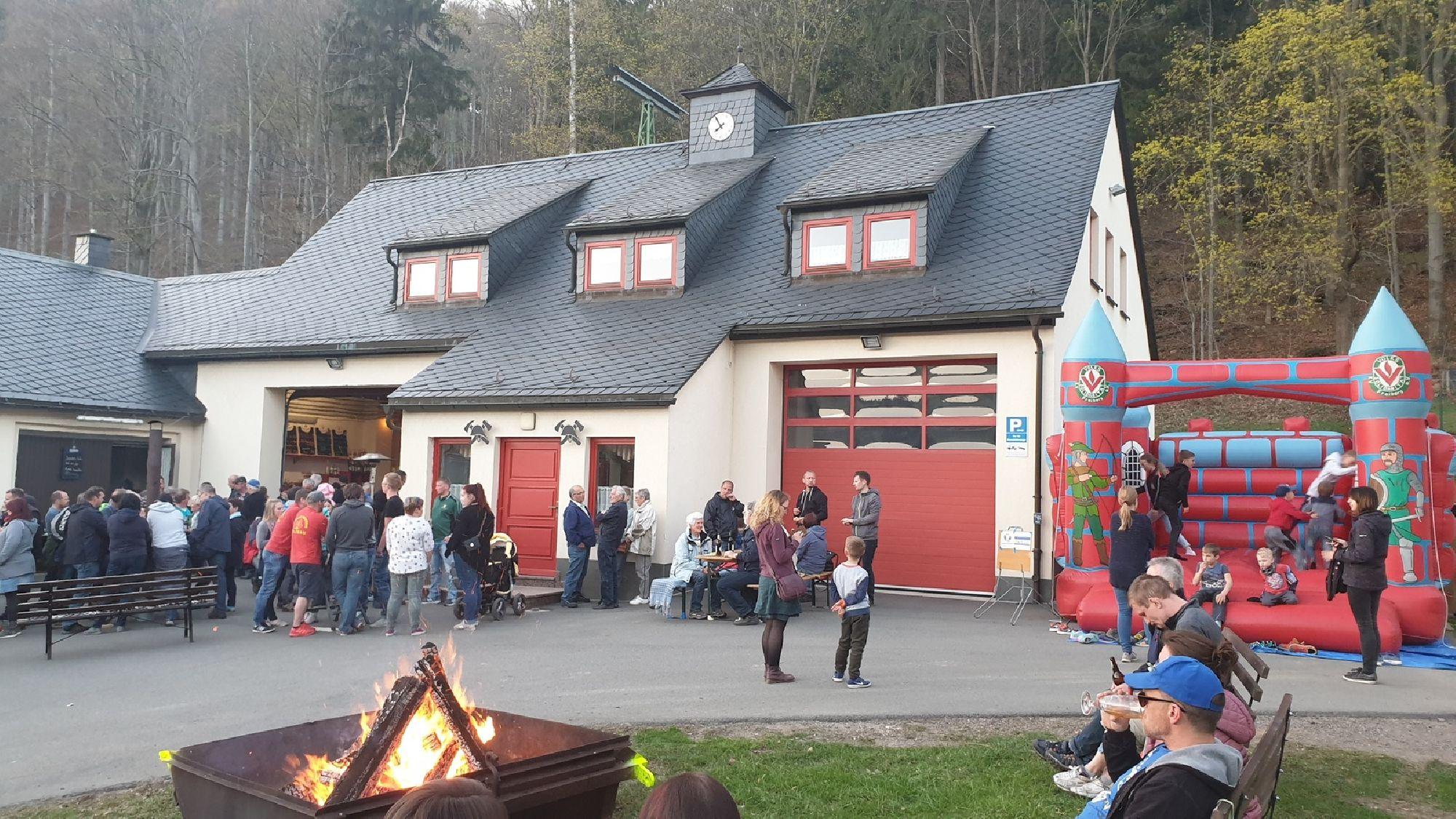 Osterfeuer an der Feuerwehr in Holzhau