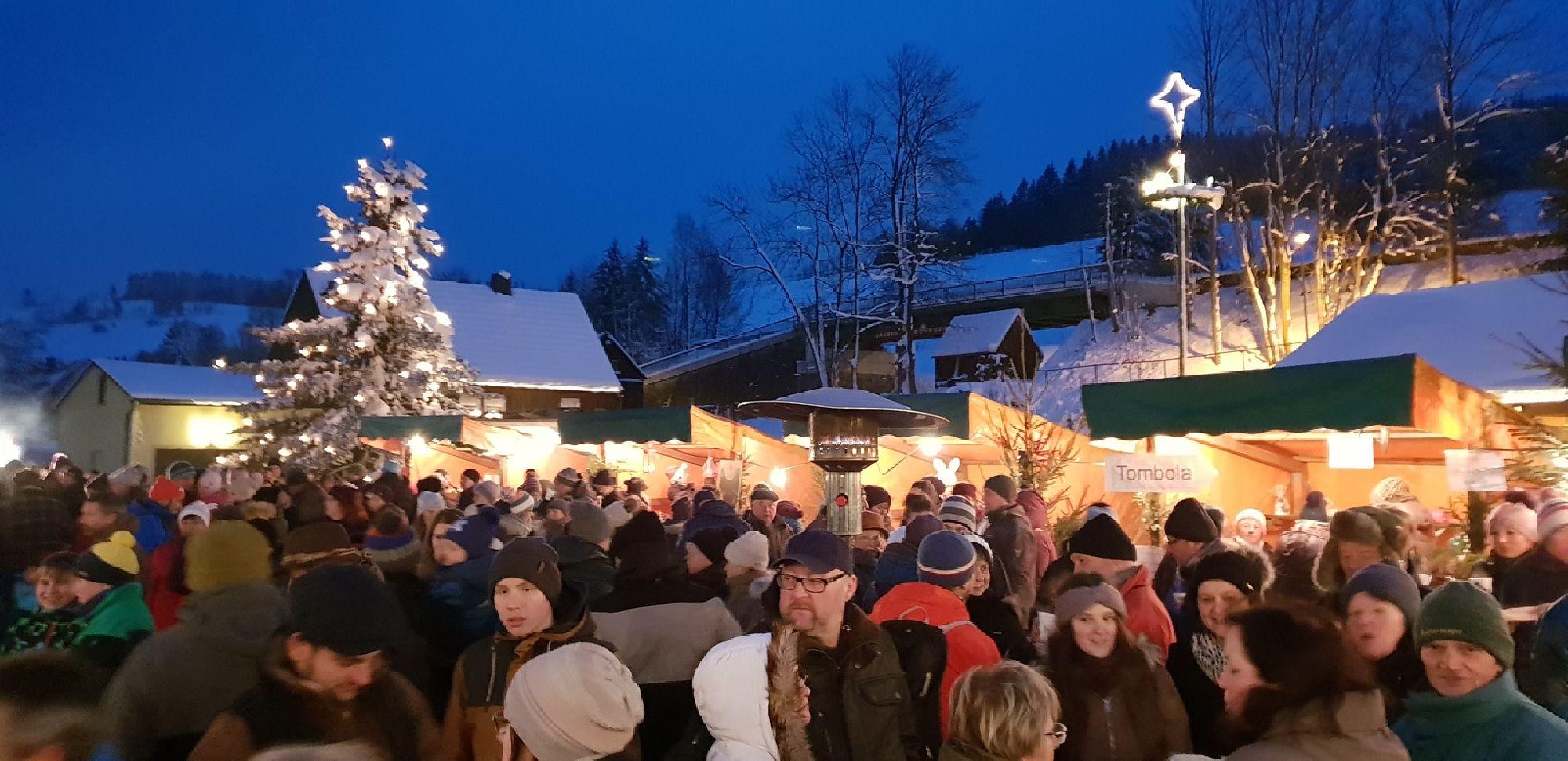 Verschiedene Buden auf dem Weihnachtsmarkt in Rechenberg